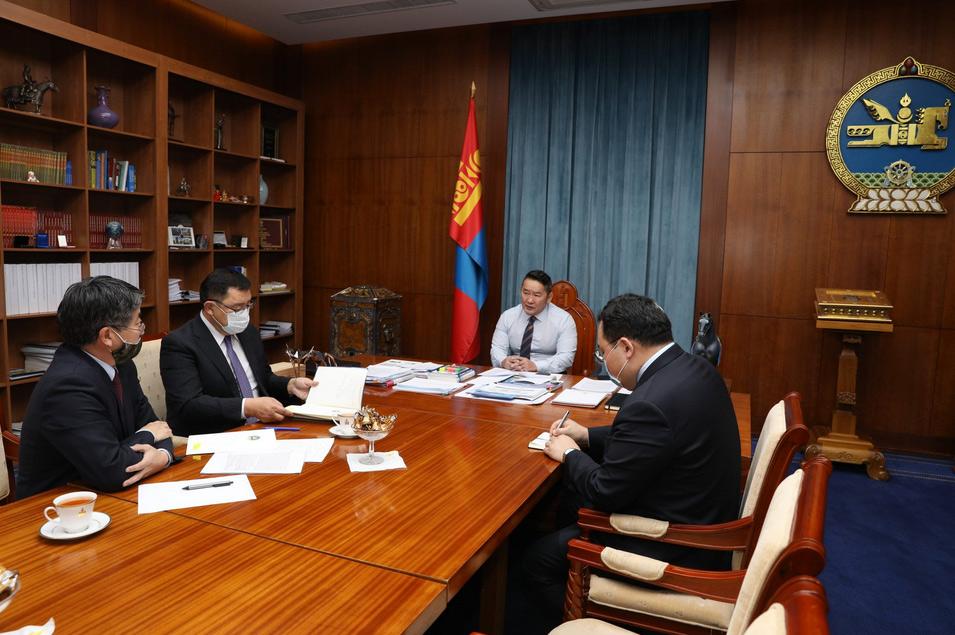 Монгол Улсын Ерөнхийлөгч Х.Баттулга Элчин сайд нарыг томилж, үүрэг чиглэл өглөө