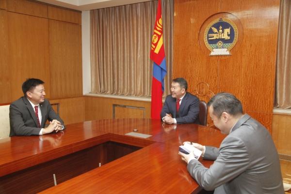 Монгол Улсын Ерөнхийлөгч Х.Баттулга Нийслэл хотыг 4 ханатай гэрт аж төрж, ам бүл нэмсээр байгаа өрх айлтай зүйрлэв