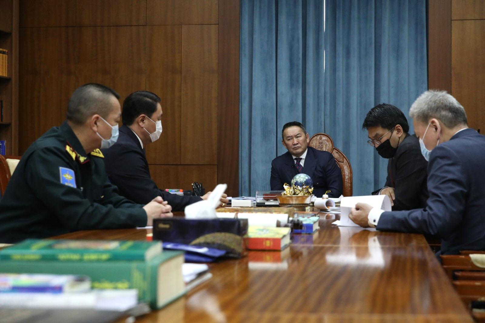 Монгол Улсын Ерөнхийлөгч Х.Баттулга Батлан хамгаалахын сайд Г.Сайханбаяр, Зэвсэгт хүчний Жанжин штабын дарга Д.Ганзориг нарыг хүлээн авч уулзлаа