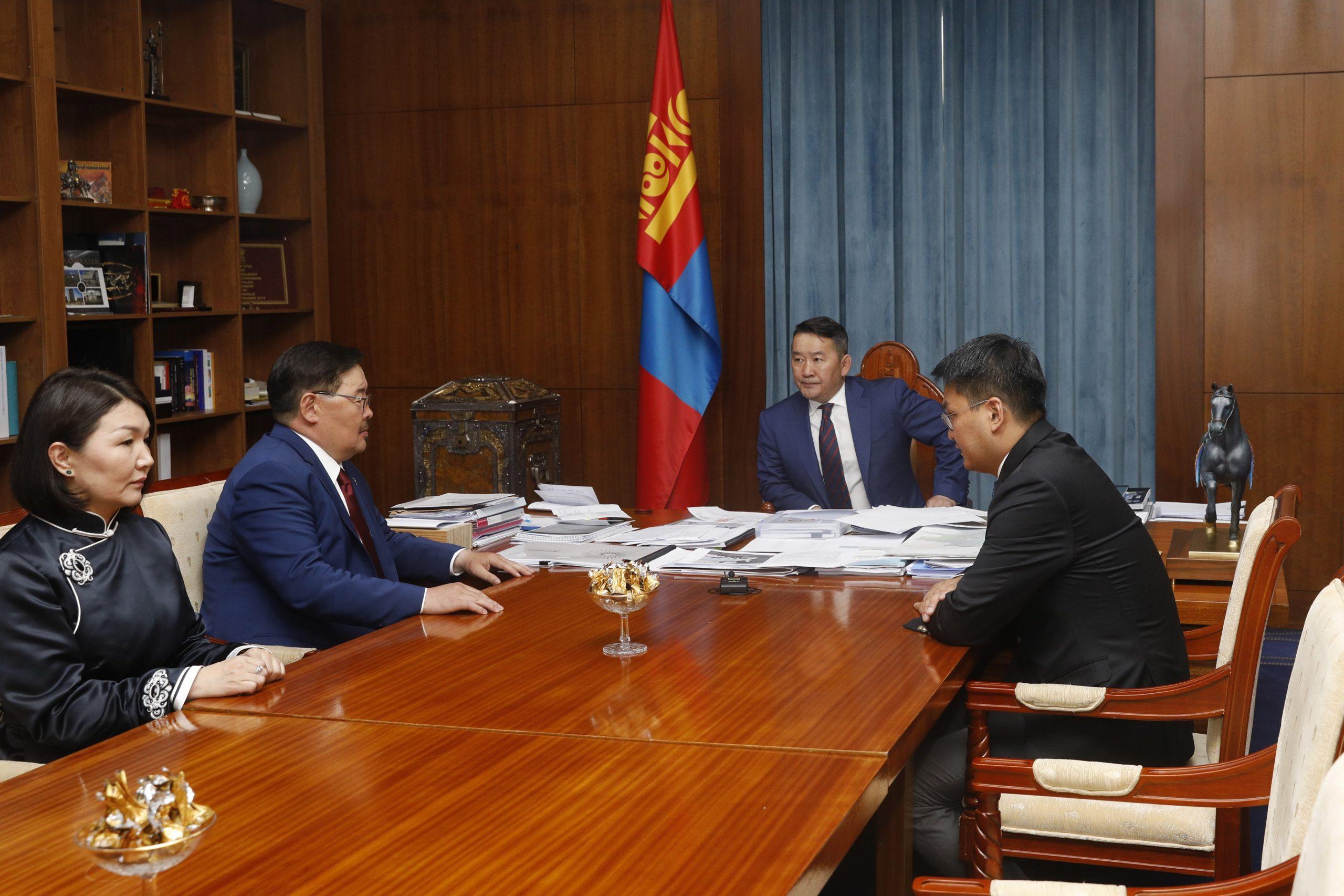 Улиран сонгогдсон УИХ-ын дарга Г.Занданшатар Монгол Улсын Ерөнхийлөгч Х.Баттулгад бараалхлаа