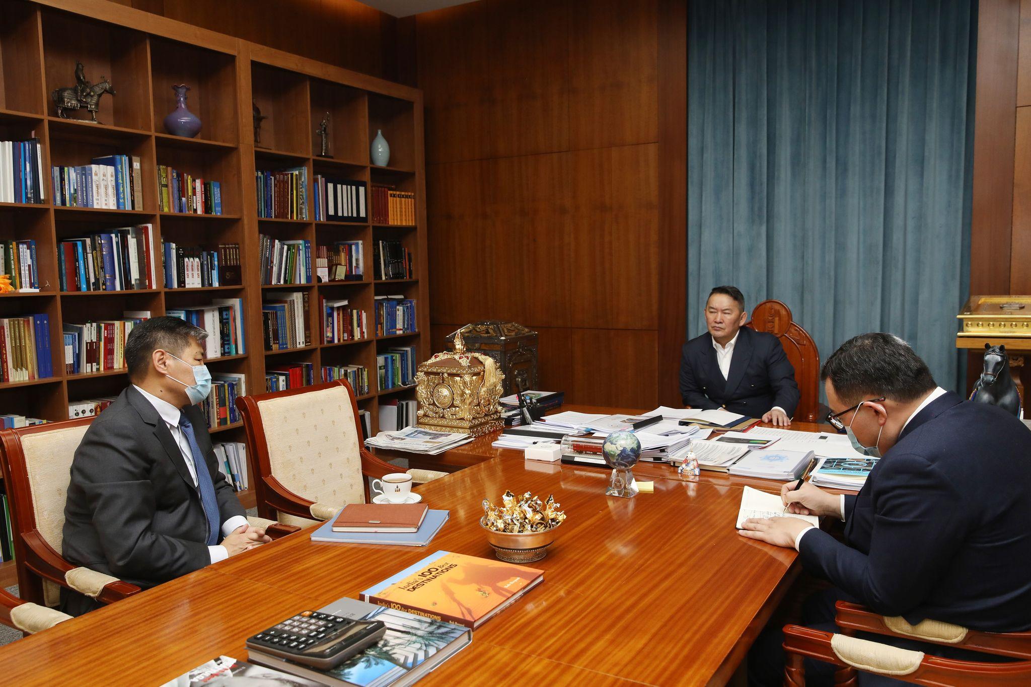 Монгол Улсын Ерөнхийлөгч Х.Баттулга Монгол Улсаас БНХАУ-д суугаа Элчин сайд Т.Бадралыг хүлээн авч уулзлаа
