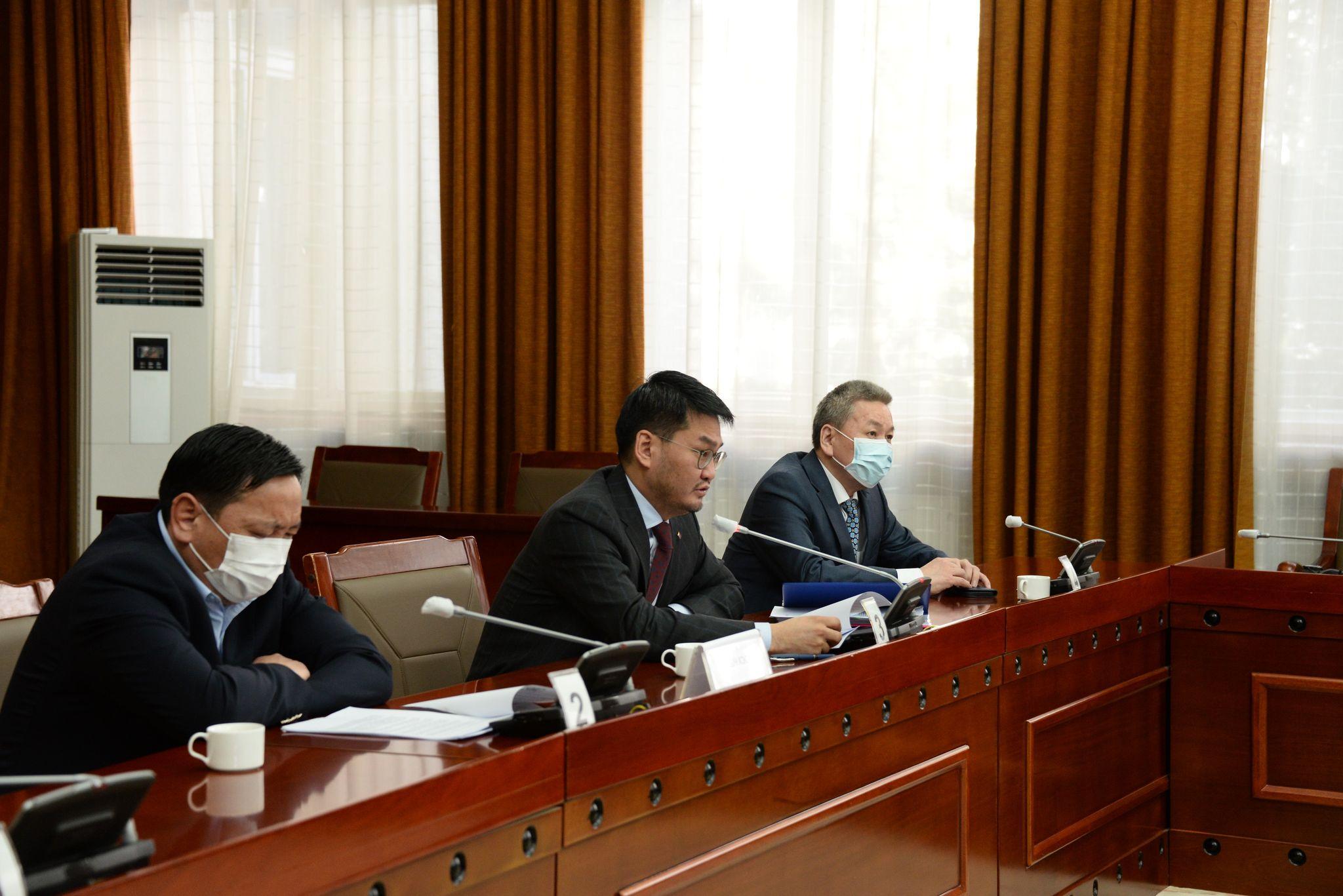 Үндсэн хуулийн цэцийн гишүүнээр томилох, чөлөөлөх тухай УИХ-ын тогтоолд хэсэгчлэн тавьсан Монгол Улсын Ерөнхийлөгчийн хоригийг хэлэлцэх үеэр Ардчилсан намын бүлэг завсарлага авлаа