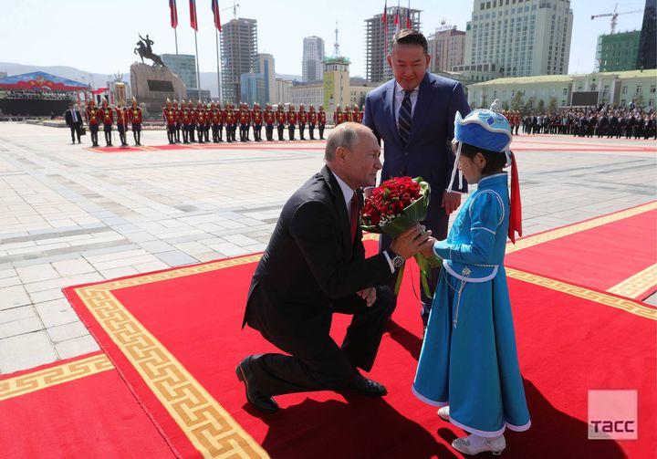Монгол улсын Ерөнхийлөгч Х.Баттулга, ОХУ-ын Ерөнхийлөгч Владимир Путин нар утсаар ярьсан талаар Кремль мэдээллэв