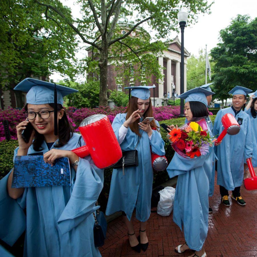 Гадаад оюутнуудыг АНУ-аас гаргах төлөвлөгөөг цуцалжээ