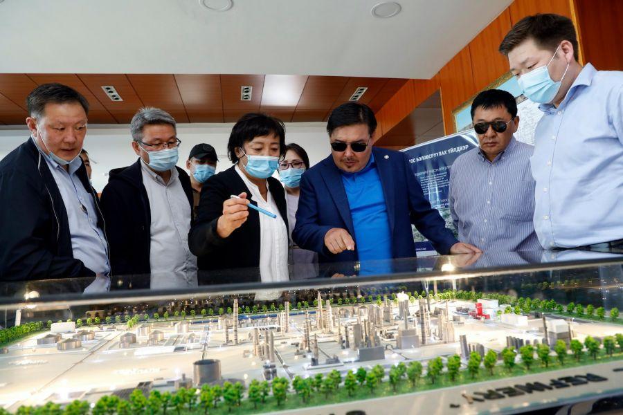УИХ-ын дарга газрын тос боловсруулах үйлдвэрийн бүтээн байгуулалттай танилцав