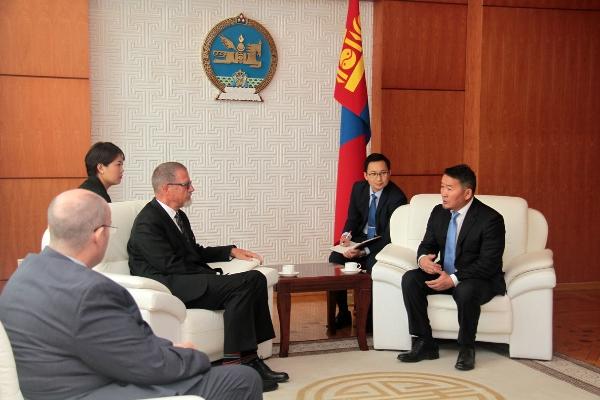 Монгол Улсын Ерөнхийлөгч Х.Баттулга Канад Улсаас Монгол Улсад суугаа Онц бөгөөд Бүрэн эрхт Элчин сайд Эд Жэйгэрийг хүлээн авч уулзлаа