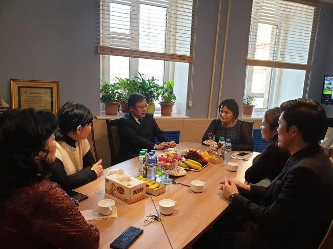 Монгол улсаас Унгар улсад суугаа Элчин Сайд З.Батбаяр хөгжлийн бэрхшээлтэй хүүхдийн 55 дугаар сургууль дээр ажиллав