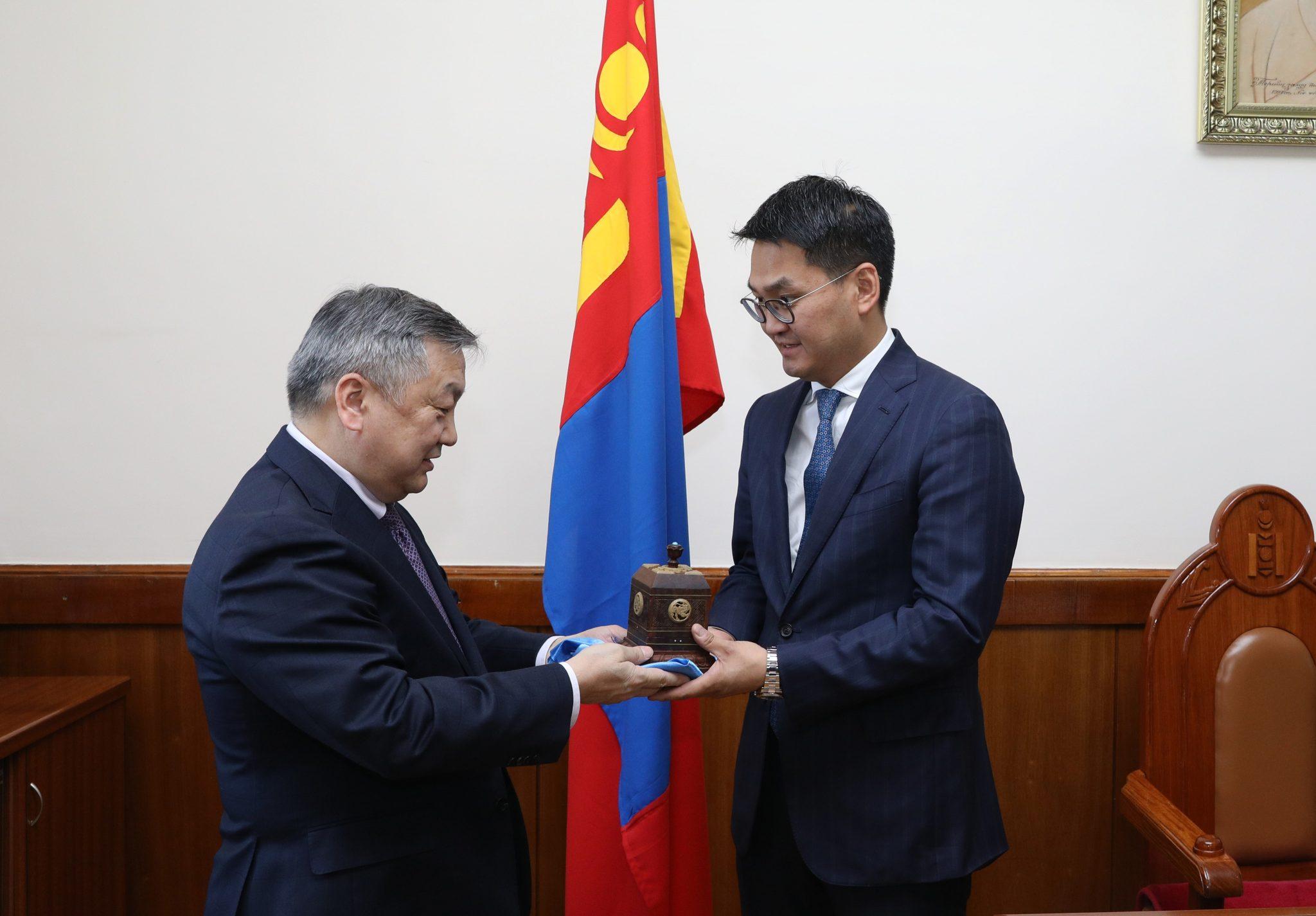 Монгол Улсын Ерөнхийлөгчийн Тамгын газрын даргаар Өлзийхүүгийн Шижирийг томиллоо