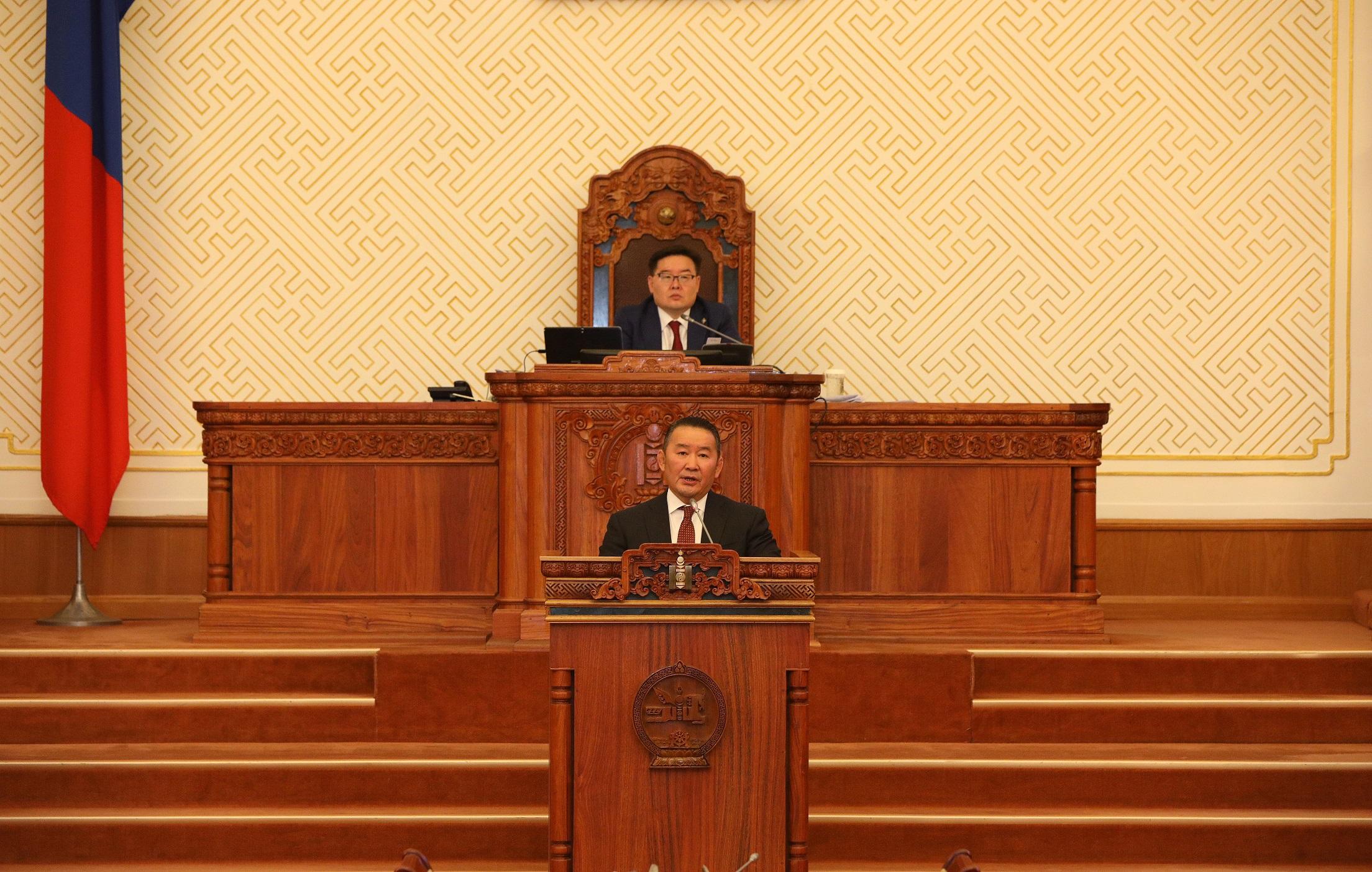 Монгол Улсын Ерөнхийлөгч Х.Баттулга: Оюу толгойн асуудлаар Лондонгийн Олон улсын арбитрын маргаанд сөрөг нэхэмжлэл гаргах тухай зарлигийн төслийг Засгийн газарт хүргүүлсэн