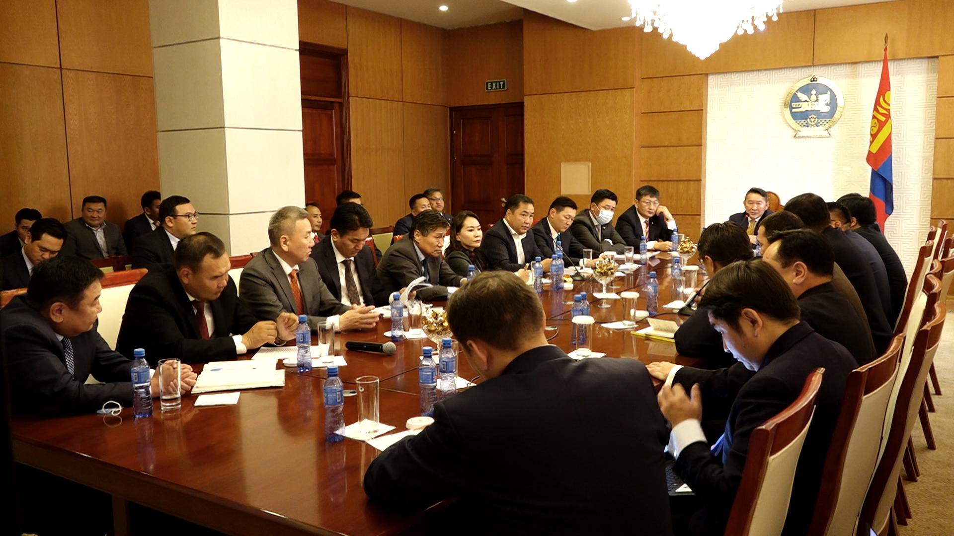 Монгол Улсын Ерөнхийлөгч Х.Баттулга ган болсон зарим аймгаас сонгогдсон УИХ-ын гишүүд, орон нутгийн удирдлагууд, холбогдох албаныхантай уулзаж, санал солилцлоо