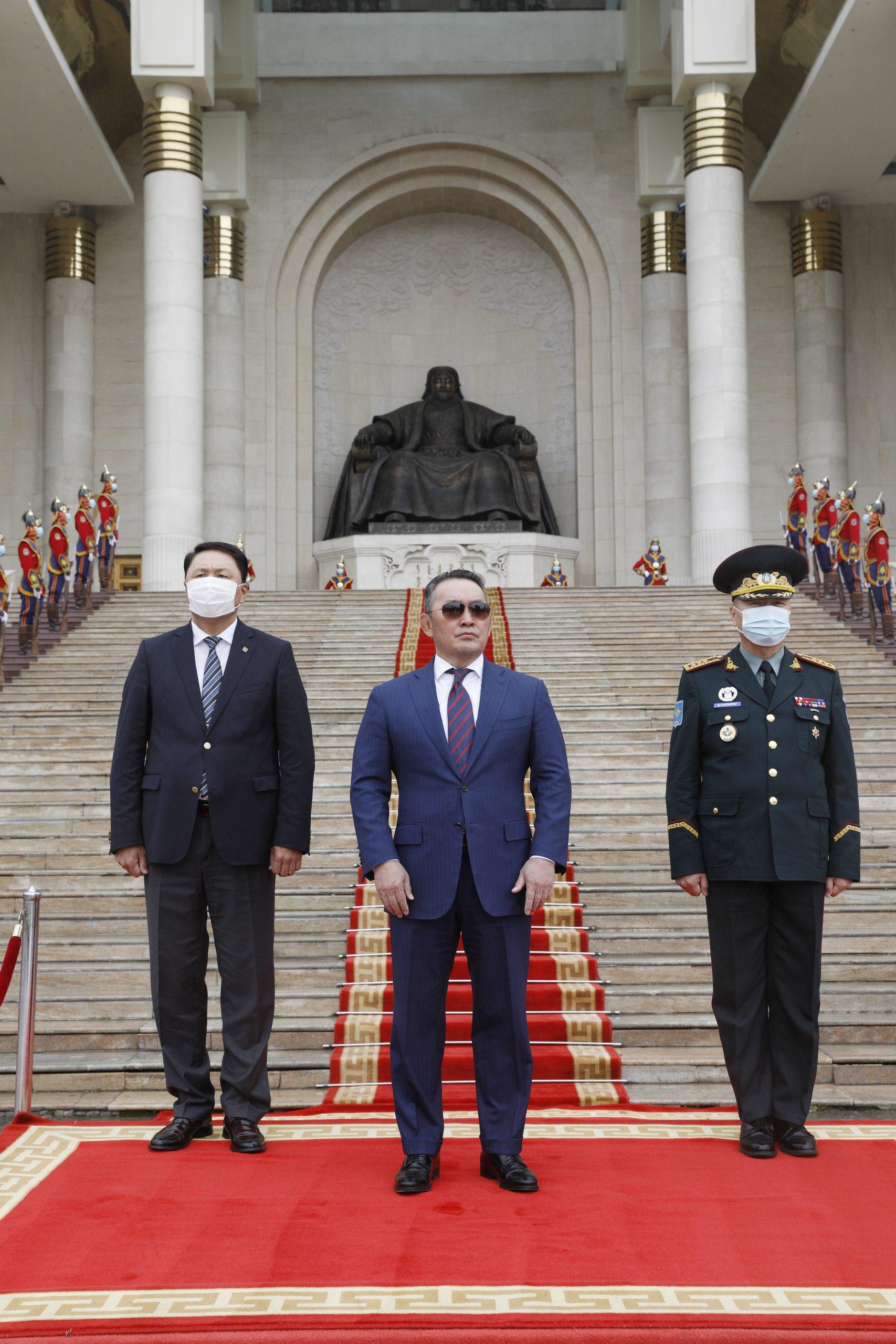 Монгол Улсын Зэвсэгт хүчнээс Исламын Бүгд Найрамдах Афганистан Улсад үүрэг гүйцэтгэсэн цэргийн багуудад хүндэтгэл үзүүллээ