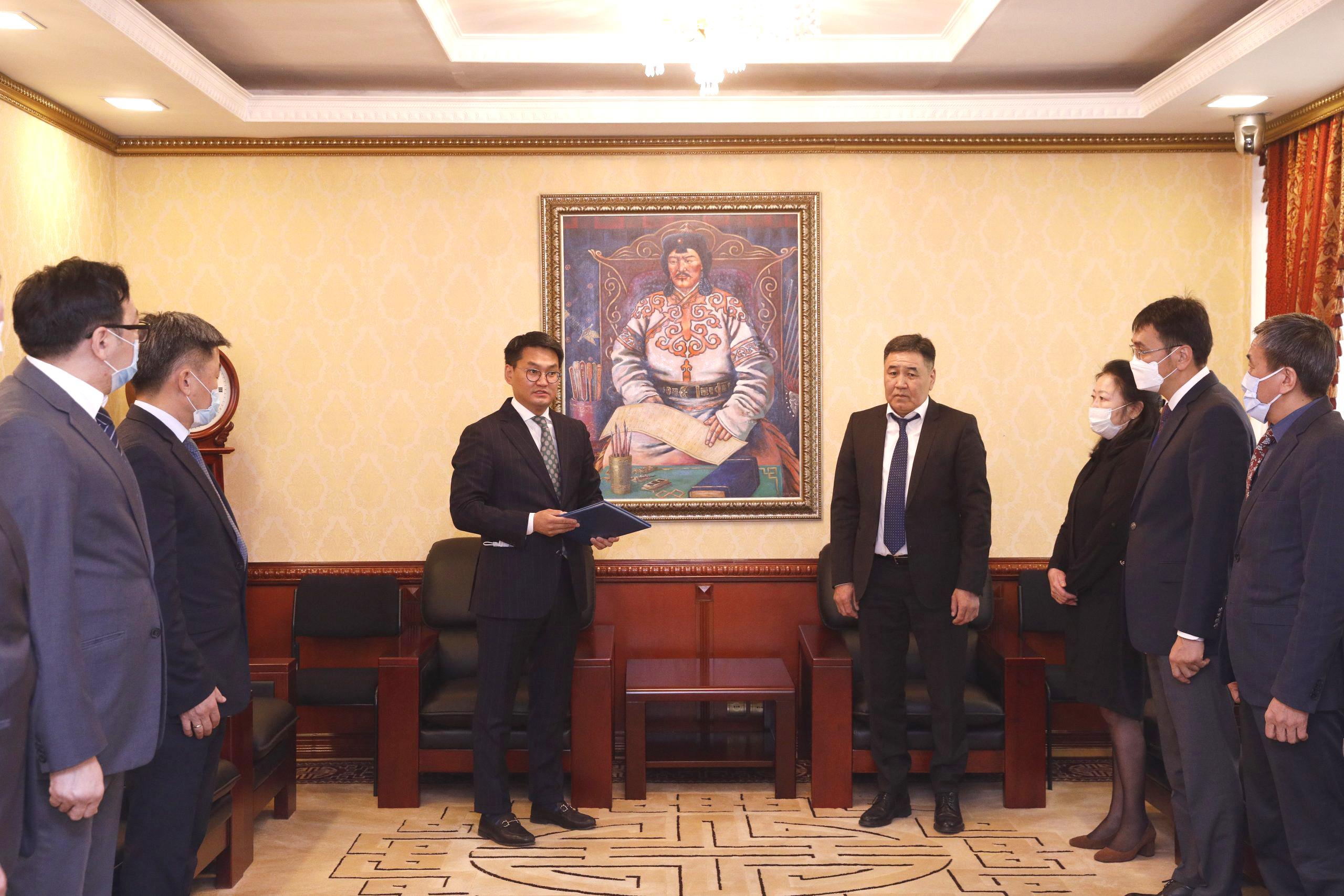 Монгол Улсын Ерөнхийлөгчийн зарлигийг сонордууллаа