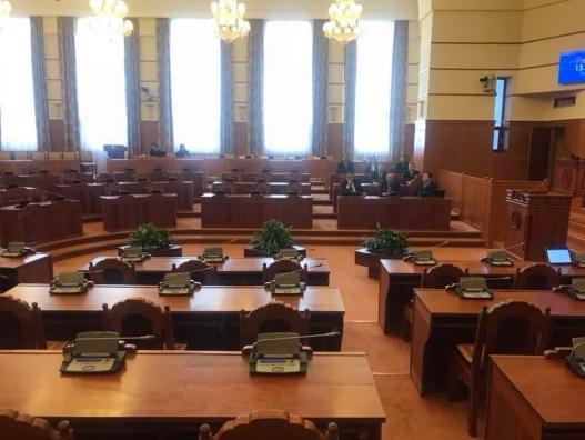 Ж.Эрдэнэбатын Засгийн газрыг огцруулахын эсрэг байсан 32 гишүүн чуулганд оролцсонгүй