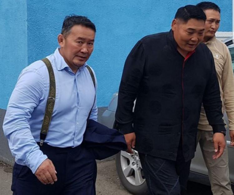 Даваагийн КёкшюзанБатбаярыг өөрийнх нь хүсэлтээр Монгол Улсын Ерөнхийлөгчийн орон тооны бус зөвлөхийн албан тушаалаас чөлөөлөв