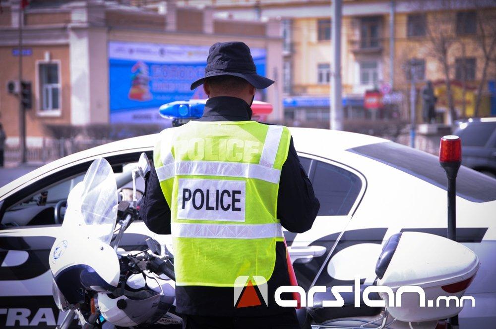Жолооч нар цагдаагийн алба хаагчийн нүдэн дээр дүрэм зөрчиж танхайрч байна