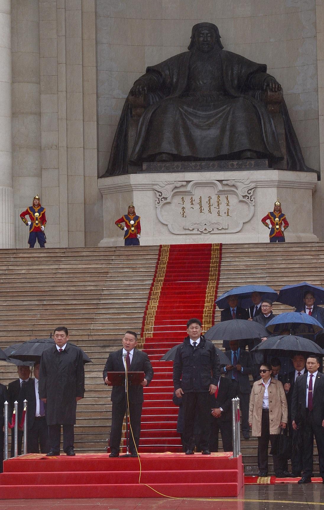 Монгол Улсын Ерөнхийлөгч, Зэвсэгт хүчний Ерөнхий командлагч Х.Баттулга Төрийн далбааны өдөрт зориулсан цэргийн ёслолын жагсаалын нээлтэд оролцож, үг хэллээ