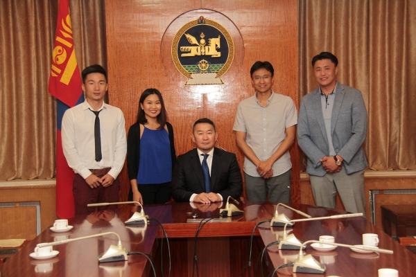 Монгол Улсын Ерөнхийлөгч Х.Баттулга технологийн салбарт мэргэшин гадаад улс орнуудад амжилттай ажиллаж байгаа залуусын төлөөлөлтэй уулзаж ярилцав