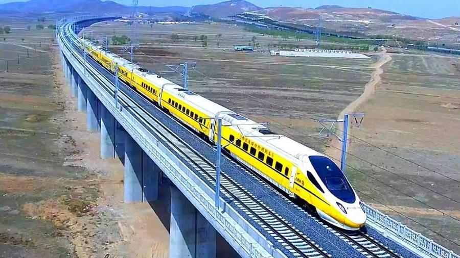 Өвөр Монголын анхны өндөр хурдны галт тэрэг замд гарлаа