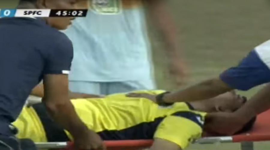 Индонезийн хөл бөмбөгчин тоглолтын явцад багийн гишүүнтэйгээ мөргөлдсөний улмаас амиа алджээ