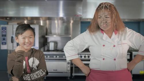 Нийтийн сүлжээгээр сенсааци тарьсан тогоочийн бичлэгийн нууц тайлагджээ
