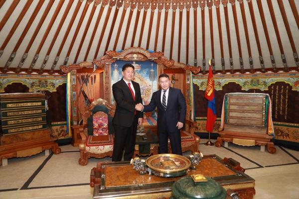 Монгол Улсын Ерөнхийлөгч Х.Баттулга Монгол Улсын 30 дахь Ерөнхий сайд У.Хүрэлсүхийг хүлээн авч баяр хүргэв